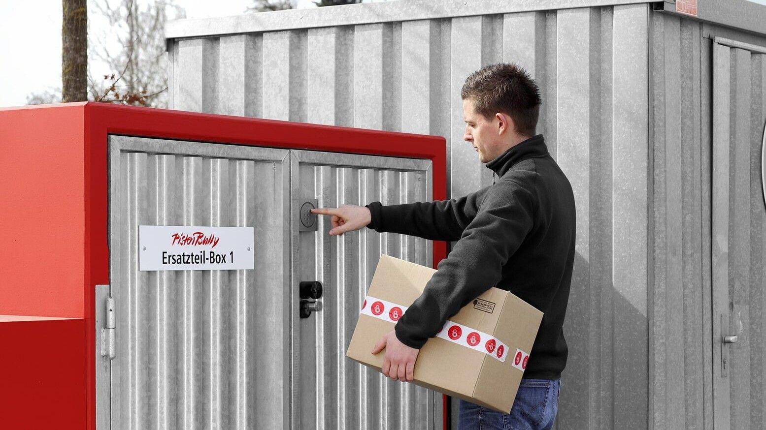 Einfach und kundenorientiert: mit einer individuellen Zahlenkombination kann der Fahrer sein Ersatzteil-Paket rund um die Uhr abholen.