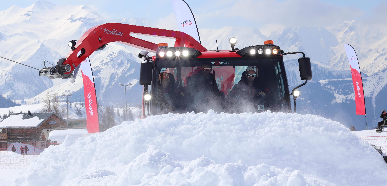 PistenBully 600 Polar Winde: Front mit viel Schnee